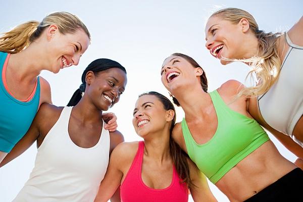 grupo-haciendo-deporte